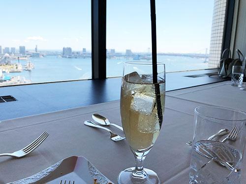 【都内穴場!!】海の見える展望レストランでコース料理を家族で楽しもう!