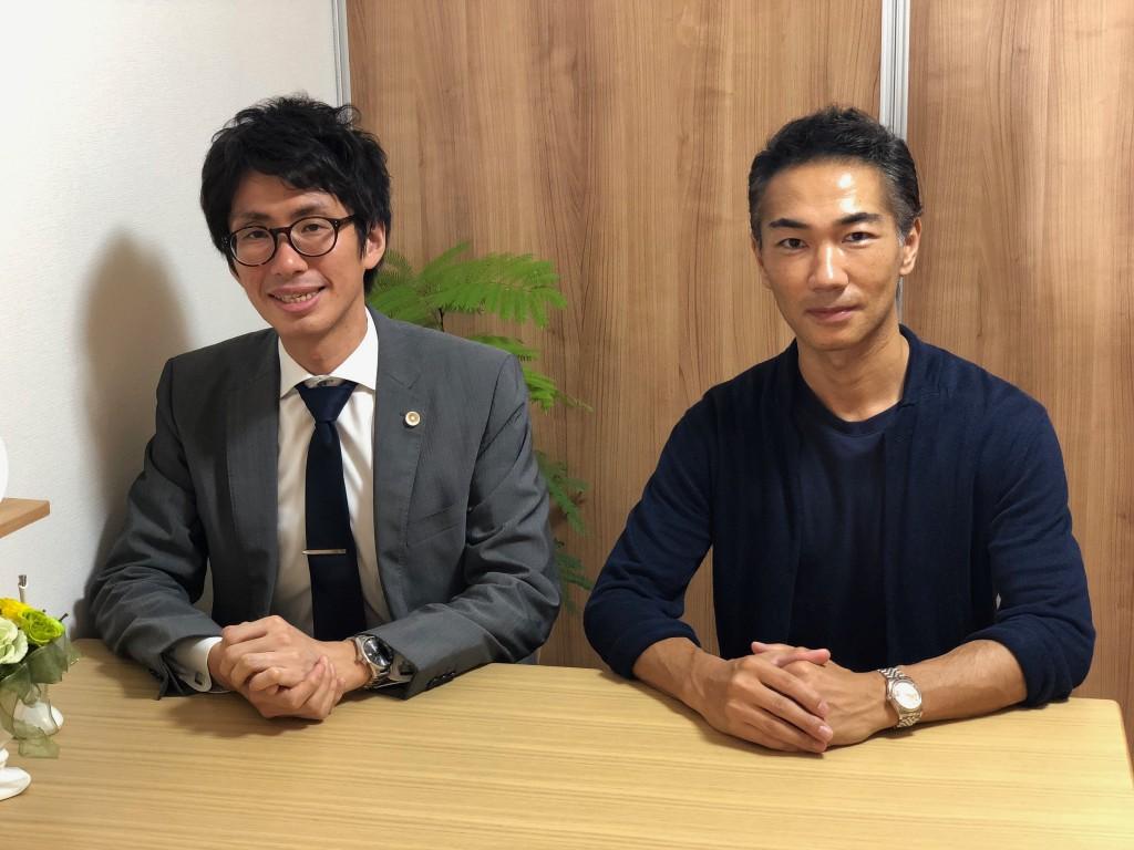 弁護士:佐藤祐介 先生(左) / webデザイナー :カトリツトム(右)
